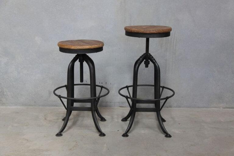 A swivel top stool
